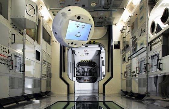 Robot Cimon-2 viaja a la estación espacial internacional con SpaceX