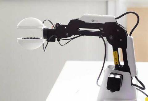 Schuck, la pinza acústica para robot con la que coges un elemento sin tocarlo